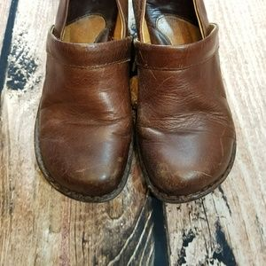 {BORN} brown leather clogs